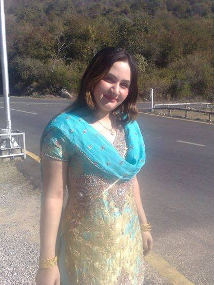 Pashto Female Singer In Beautiful Dress