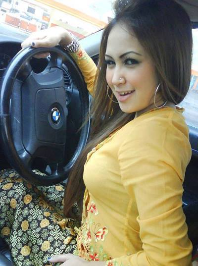 Lovely And Naughty Arab Girl In Car Pics