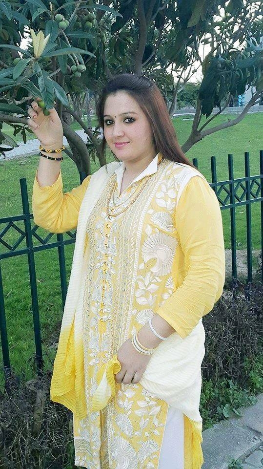 Gorgeous Lady Saima In Shalwaar Kameez Dress
