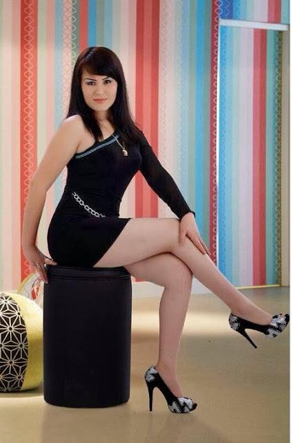 Beautiful Girl In Black Skirt فتاة جميلة في تنورة سوداء